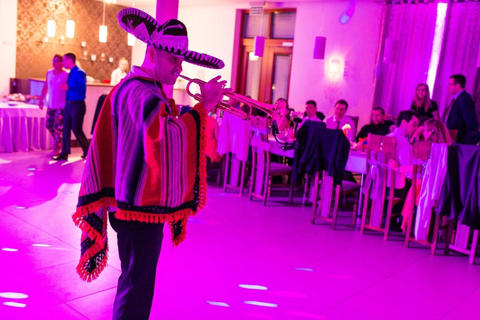 dobry wodzirej na ślub Trumpet show