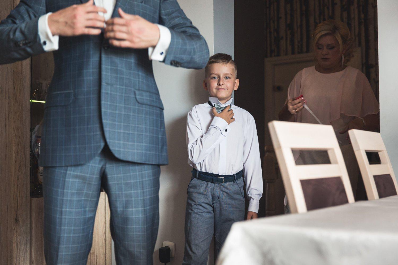 Dzieci na przygotowaniach do ślubu