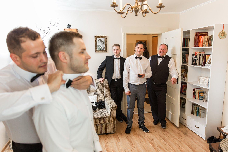 Przygotowania do ślubu pana młodego