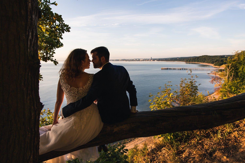 Sesja ślubna na klifie