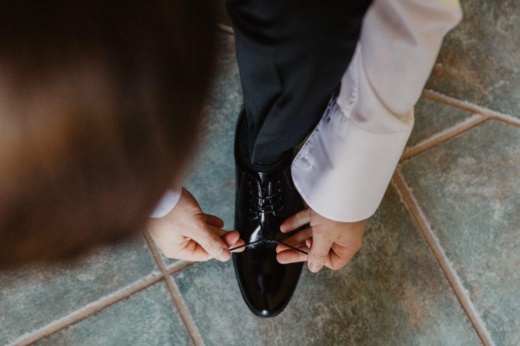przygotowania pana młodego do ślubu