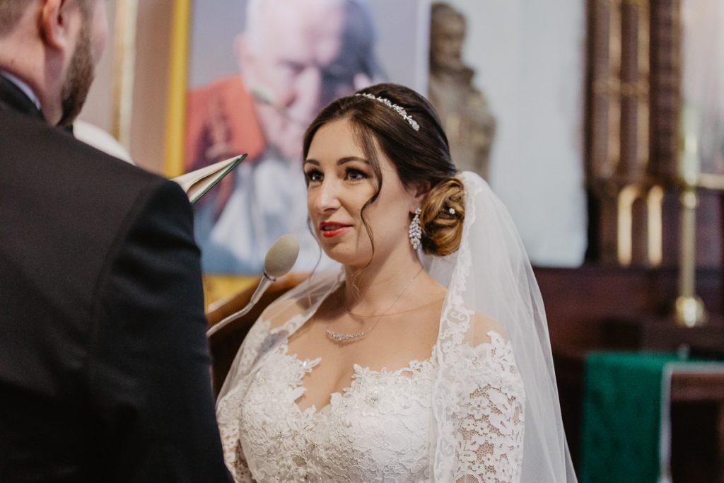 ślub w kościele św. Jana Vianneya na Sołaczu