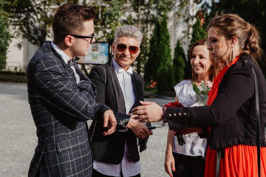 goście na ślubie w poznaniu