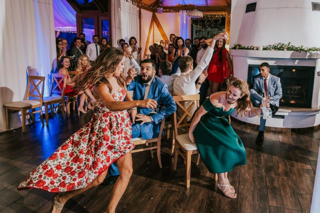 oczepiny na weselu międzynarodowym