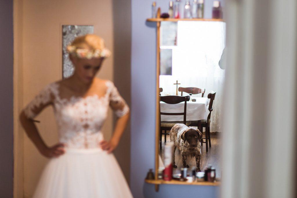 panna młoda tuż przed ślubem