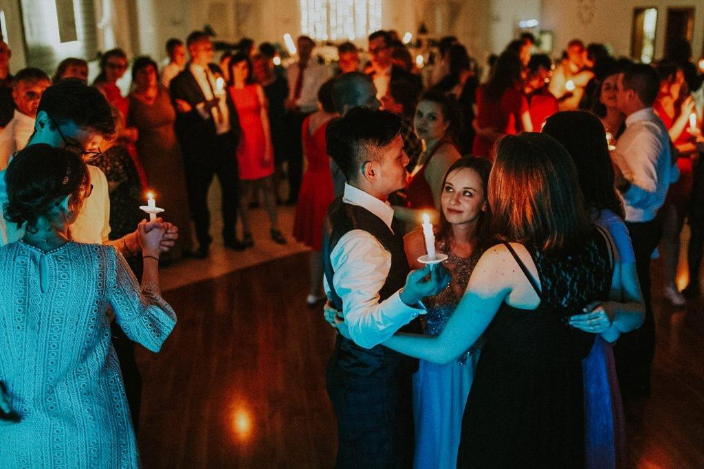 taniec ze świecami na weselu