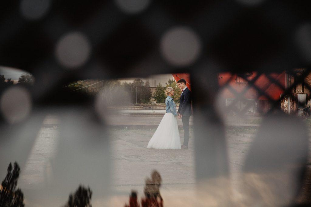 sesja ślubna z wartburgiem
