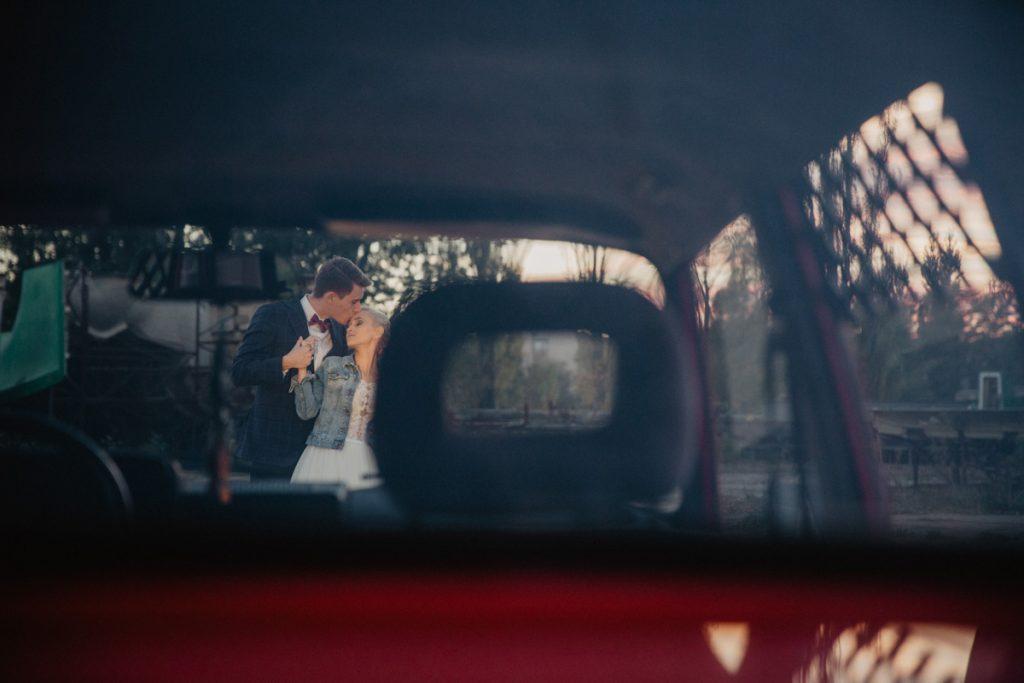 zdjęcia ślubne z wartburgiem
