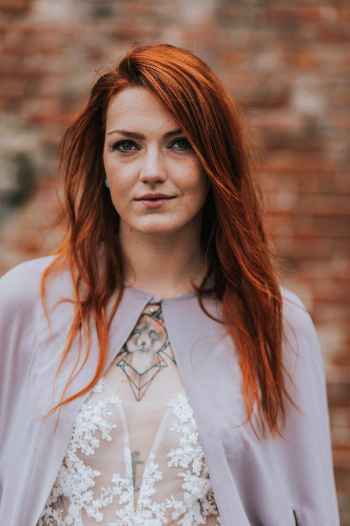 panna młoda z tatuażami