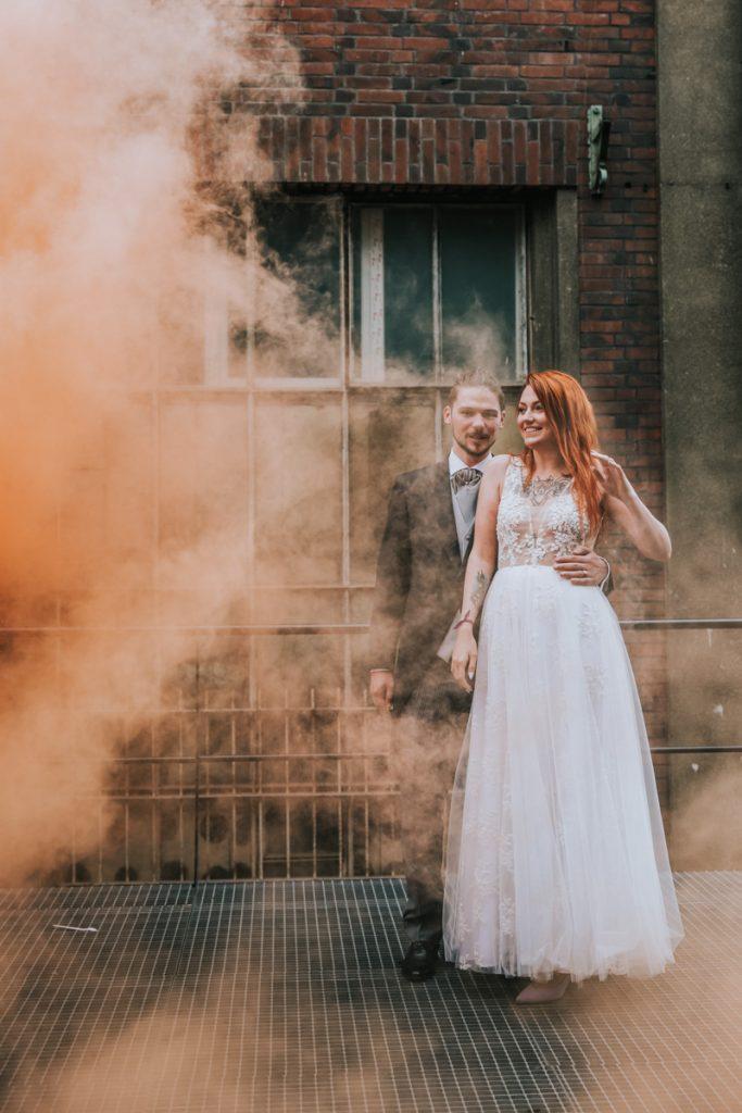 zdjęcia ślubne z racami