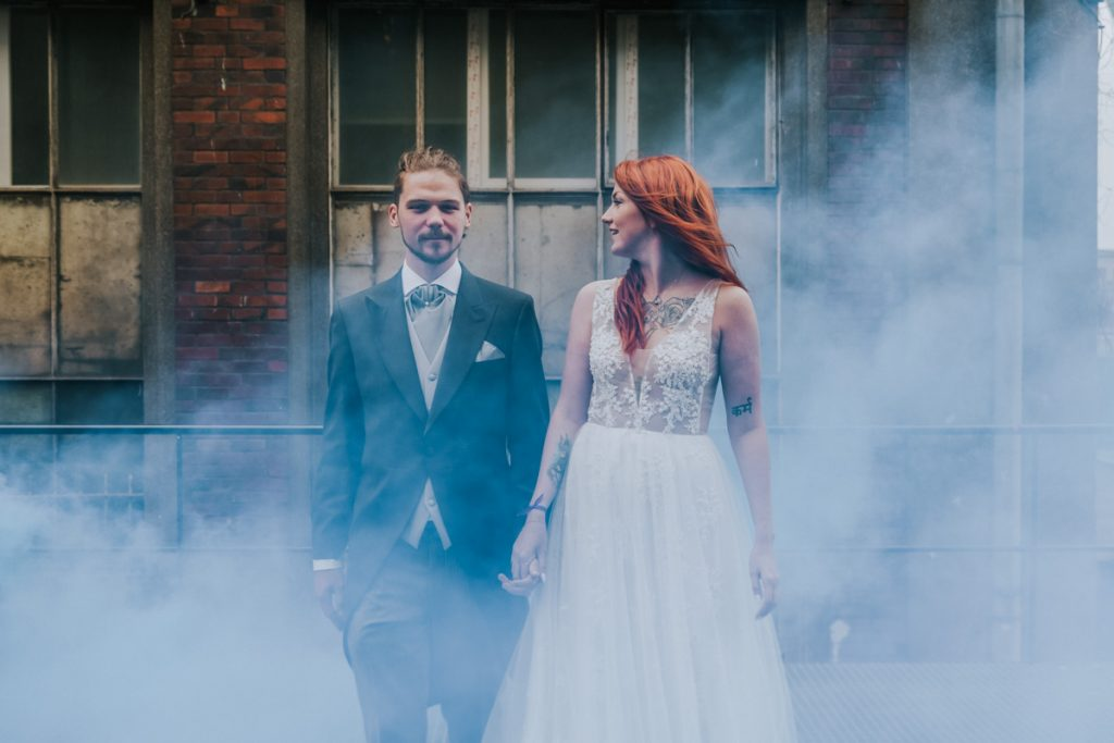 plener ślubny z dymem