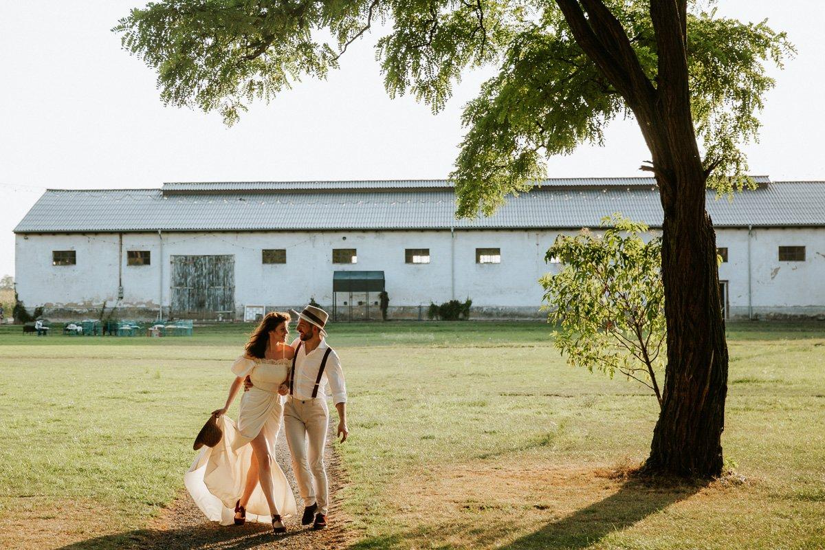 sesja poślubna w klimacie rustykalnym
