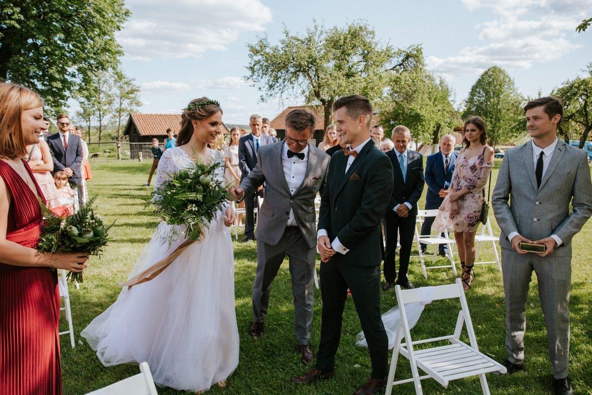 ślub w plenerze w Osadzie Dębowo